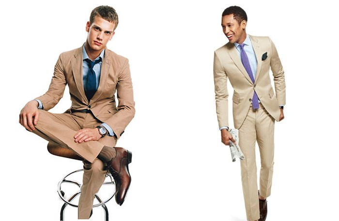 Different looks with the same khaki suit